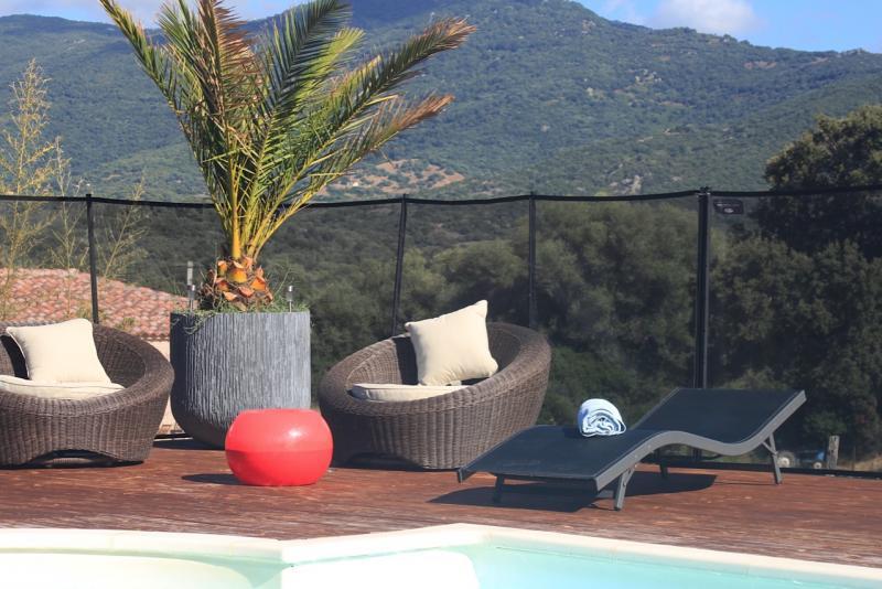 Location porto pollo location maison de vacances avec for Camping sud de la corse avec piscine
